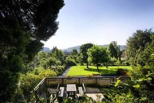 Entspannte Tagungen und Konferenzen in Haus Ohrbeck: Apfelbaumwiese und Sonnenterrasse