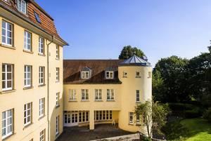 Ideal für Tagungen und Konferenzen in der Nähe von Osnabrück: Seminarräume, Gästezimmer und Sonnenterrasse von Haus Ohrbeck